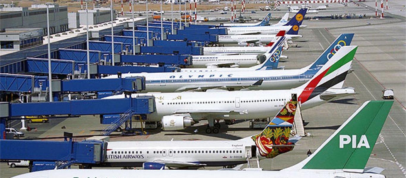 Ο Κώστας Συλιγάρδος αποκαλύπτει ότι τις αεροπορικές εταιρίες ο κορωνοϊός τις σκοτώνει τρεις φορές!!! Μια γιατί τα αεροπλάνα καθηλώθηκαν στο έδαφος. Άλλη μια γιατί καθηλωμένα έχουν ψηλό κόστος. Και μια τρίτη λόγω τού ότι προαγόρασαν καύσιμα σε υψηλότερη τιμή από την σημερινή. new deal