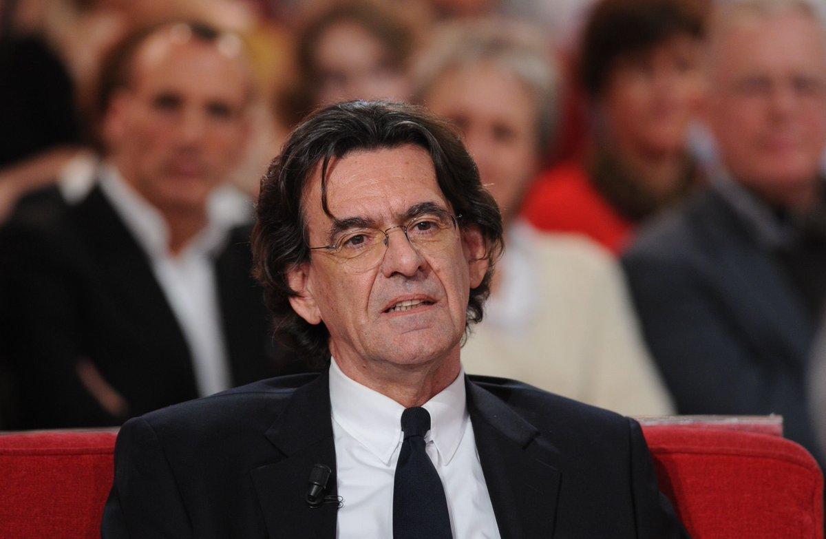 Ο Αθανάσιος Παπανδρόπουλος αποκρυπτογραφεί τον Λικ Φερί. Τον ανατρεπτικό καθηγητή Φιλοσοφίας που επί προεδρίας Ζακ Σιράκ προώθησε το εμβληματικό πρόγραμμα κατά της αγραμματοσύνης. Τώρα ο Γάλλος διανοούμενος επανέρχεται και μιλά για το κόστος που θα έχει η πανδημία στις ζωές μας. new deal
