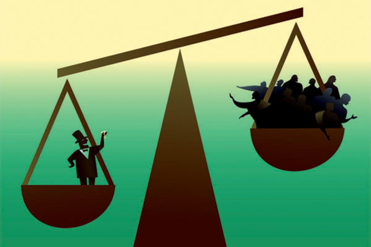 Ο Ηλίας Καραβόλιας προβλέπει διεύρυνση ανισοτήτων στο νέο σκηνικό που επιβάλλει ο κορωνοϊός. Το εξωφρενικό χρέος που δημιουργούν οι κυβερνήσεις με την παροχή ρευστότητας, αλλάζει την εργασία, όπως αλλάζει κι ο μισθός. Προσφορά και η ζήτηση παίρνει άλλη μορφή και ο κινεζικός καπιταλισμός απειλεί την ηγεμονία της Δύσης. new deal
