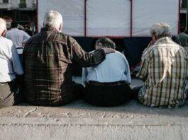 Η Κέλλυ Κοντογεώργη πληροφορείται ότι αυτήν την εβδομάδα θα κατατεθεί στη Βουλή διορθωτική νομοθετική ρύθμιση για τους συνταξιούχους. Η ρύθμιση ανάσα αφορά 70.000 συνταξιούχους για την φορολόγηση των αναδρομικών για τα έτη 2010-2013 που δεν είχαν δηλώσει στην Εφορία. new deal