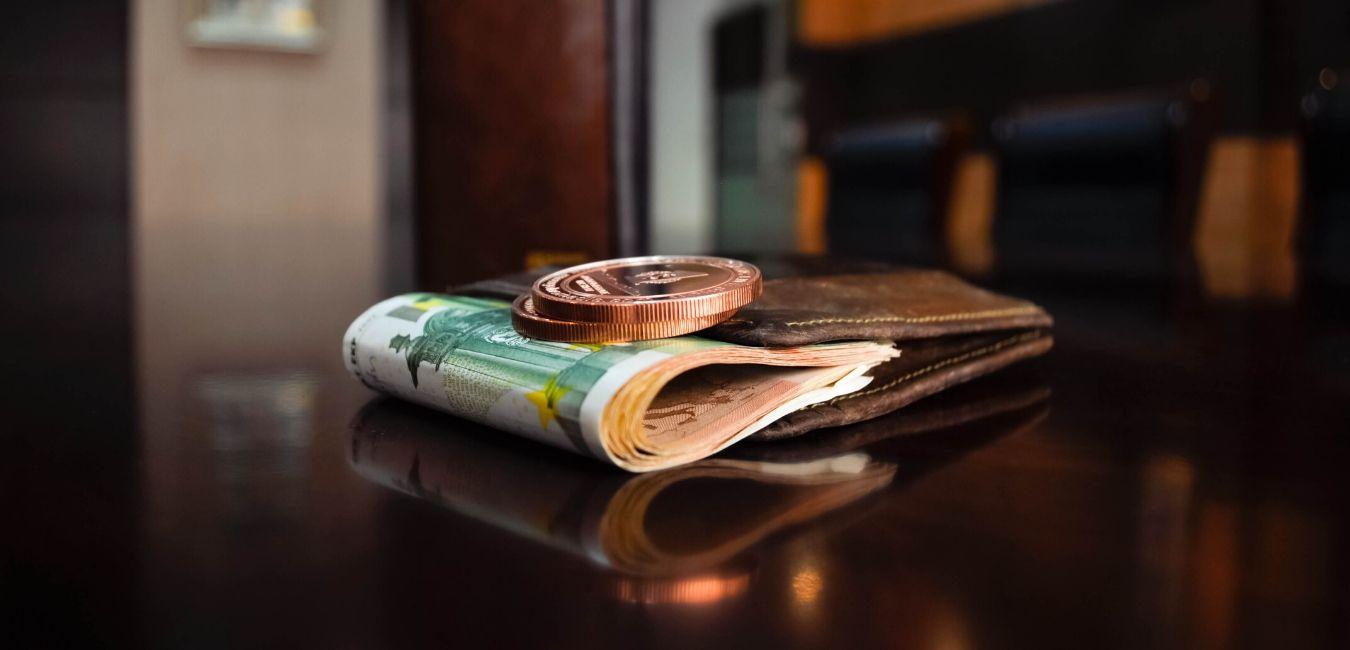 Ο Ηλίας Καραβόλιας στηλιτεύει όσους έσπευσαν να δανειστούν ζεστό χρήμα με εγγύηση Δημοσίου, ενώ δεν την είχαν ανάγκη και το στέρησαν από κάποιον που πραγματικά το είχε. new deal